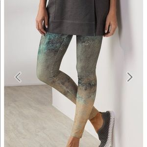 soft surroundings • have to have printed leggings